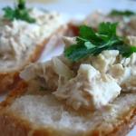 Pasta makrelowa z jajkiem, cebulką i pietruszką