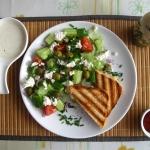 Wiosenna sałatka i tosty