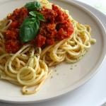 Szybkie spaghetti z kiełbaskowym sosem