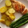 Szparagi, ziemniaczki i kurczak w gorgonzoli