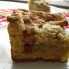 Rabarbarowe ciasto drożdżowe z kruszonką