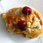 Paryskie brioszki z kajmakiem i jabłkami