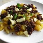 Kruszonka z kaszanki wraz z ziemniakami i purée jabłkowym