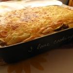 Szpinakowo-pieczarkowy tort naleśnikowy z serowym beszamelem