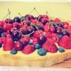 Krucha tarta z kremem pomarańczowym i owocami