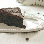Czekoladowe ciasto z burakami i kawą