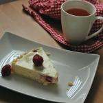 Kremowy Sernik z malinami i białą czekoladą