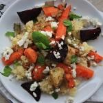 Sałatka z kaszą jaglaną i pieczonymi warzywami korzeniowymi