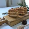 Orzechowy miodownik z kremem z kaszy manny i karmelem