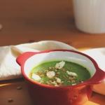 Zielony krem z brokuła, groszku i szpinaku