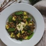 Orkiszotto z zielonymi warzywami i bryndzą