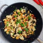 Ostry kurczak po tajsku. Z orzechami nerkowca.